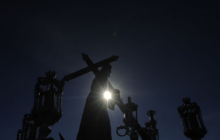 "A Christ from ""La Veracruz"" brotherhood is silhouetted by the sun during a Holy Week procession in Cordoba, Spain, Monday, March 30, 2015. Hundreds of processions take place throughout Spain during the Easter Holy Week. (AP Photo/Manu Fernandez)"