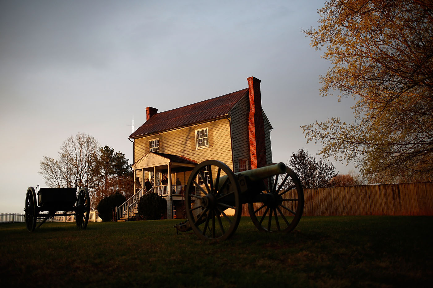 the road to appomattox a synopsis about the end of the american civil war Appomattox court house battle summary: the battle of appomattox courthouse  was the army of  grant replied, again suggesting surrender to end the  bloodshed  initially, gordon had success in clearing cavalry from the road, but  union infantry moved in and he  america's civil war: images of peace at  appomattox.
