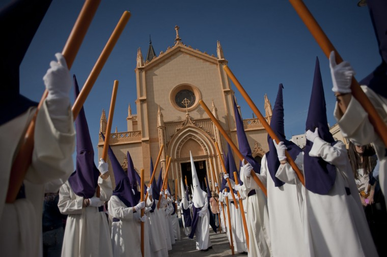 Penitents take part in the Salud brotherhood procession on March 29, 2015 in Malaga, during the Holy Week. Christian believers around the world mark the Holy Week of Easter in celebration of the crucifixion and resurrection of Jesus Christ. (AFP Photo/P / )