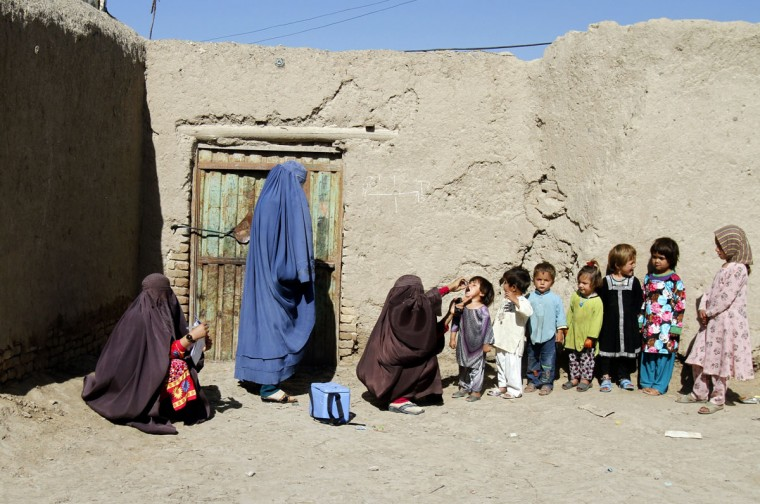 An Afghan health worker gives a vaccination to a child during a polio campaign in Kandahar, south of Kabul, Afghanistan, Monday, April 6, 2015. (AP Photo/Allauddin Khan)