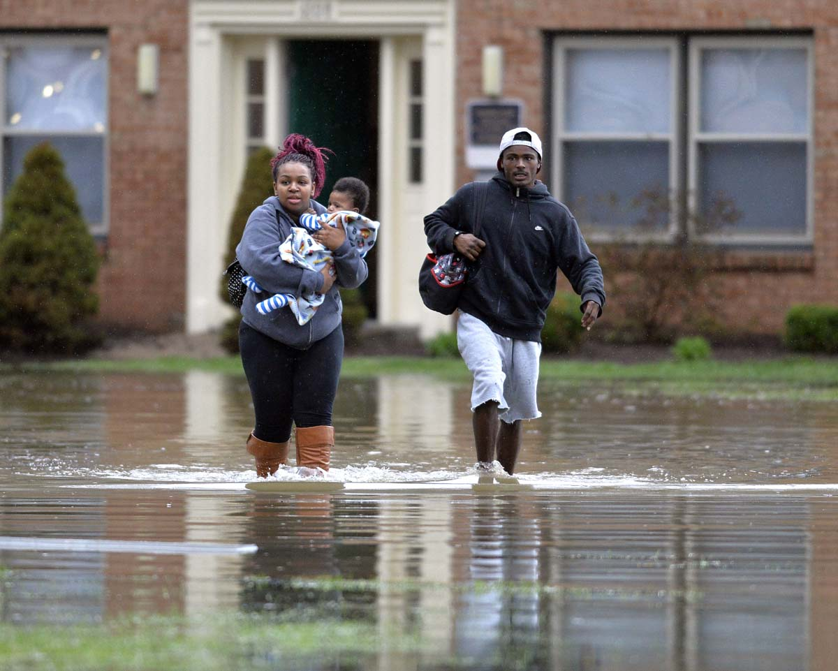 Flooding in Louisville, an agreement in Lausanne, celebrations in Tehran | April 3