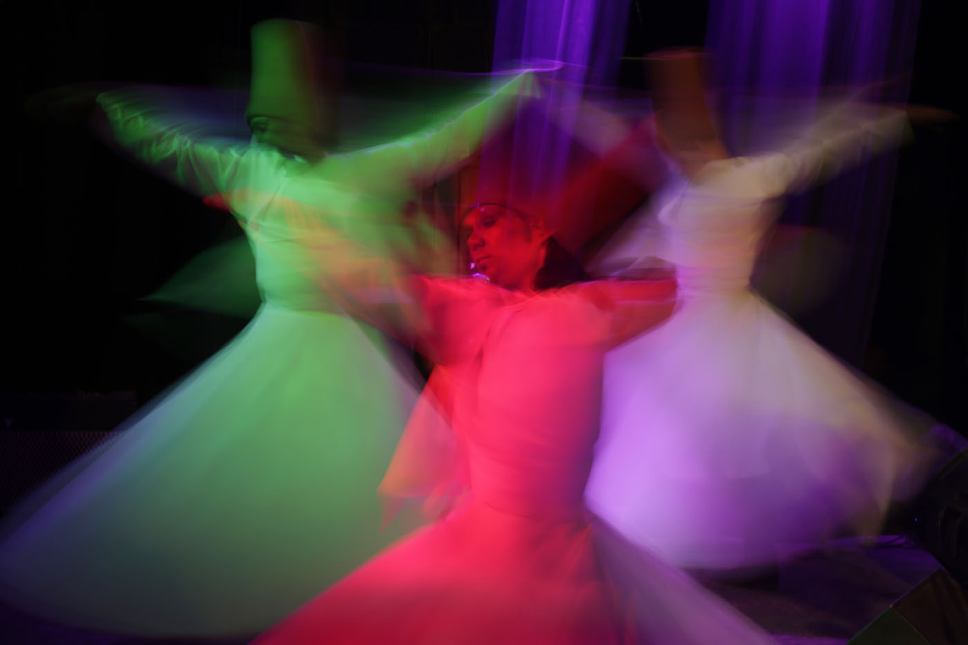 Whirling dervish, British royal fandom, Israel's Independence Day | April 23