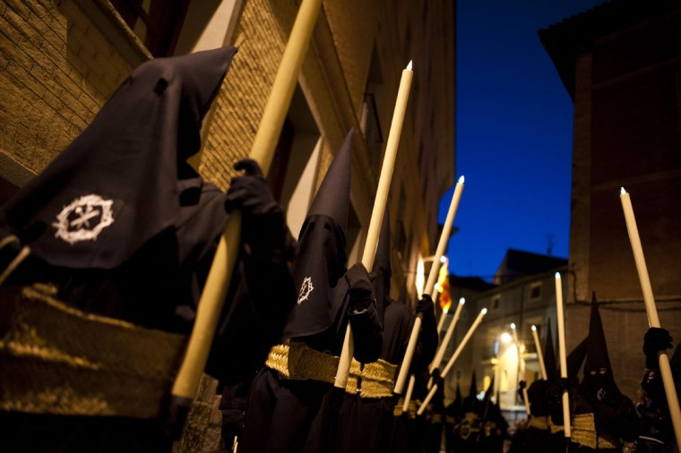 "Masked penitents take part in the procession of the ""Silencio del Santisimo Cristo del Rebate"" brotherhood, during Holy Week in Tarazona, northern Spain, Tuesday, March 31, 2015. Hundreds of processions take place throughout Spain during the Easter Holy Week. (AP Photo/Alvaro Barrientos)"
