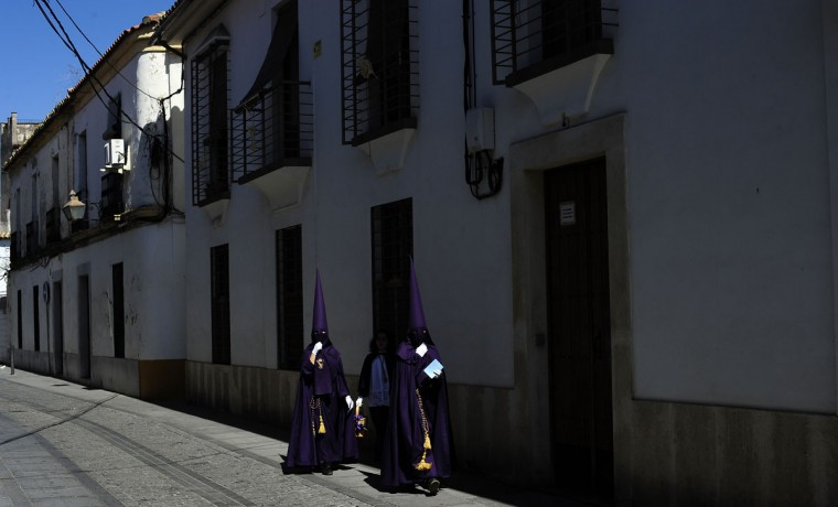 "Hooded penitents from ""El Calvario"" brotherhood walks in their way to the church before a Holy Week procession in Cordoba, Spain, Wednesday, April 1, 2015. Hundreds of processions take place throughout Spain during the Easter Holy Week. (AP Photo/Manu Fernandez)"