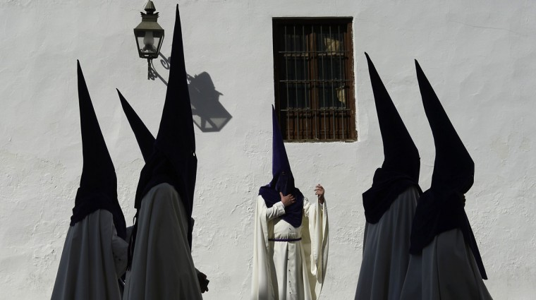 "Hooded penitents from ""La Sangre"" brotherhood take part during a Holy Week procession in Cordoba, Spain, Tuesday, March 31, 2015. Hundreds of processions take place throughout Spain during the Easter Holy Week. (AP Photo/Manu Fernandez)"