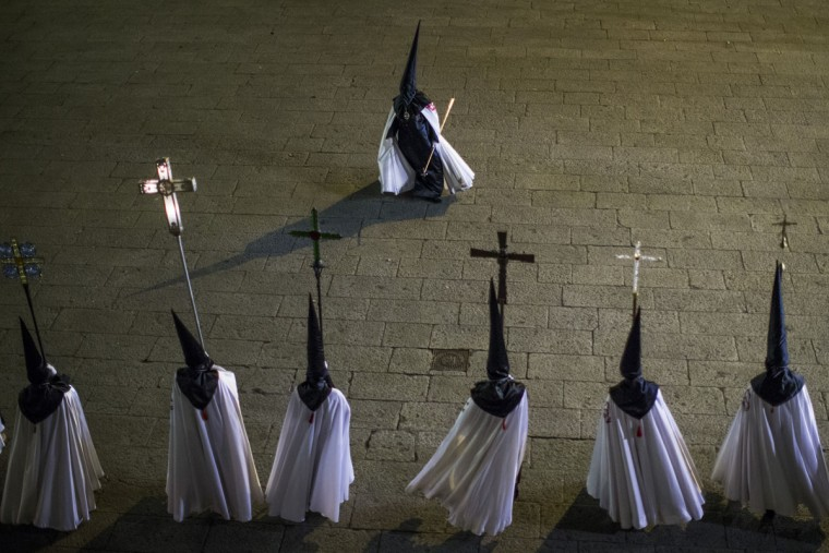 "Penitents from ""Jesus en su Tercera Caida"" brotherhood take part in a procession in Zamora, Spain, Monday, March 30, 2015. Hundreds of processions take place throughout Spain during the Easter Holy Week. (AP Photo/Andres Kudacki)"