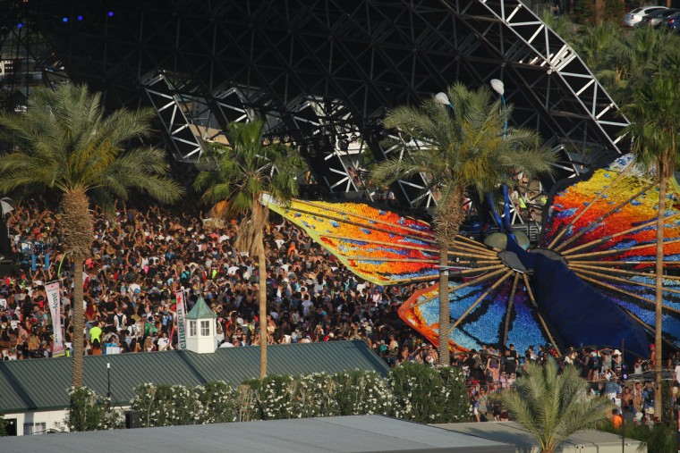 Festival-goers pack the Sahara stage at the Coachella Music and Arts Festival - Weekend 2, on Sunday, April 19, 2015, in Indio, Calif. (Photo by Zach Cordner/Invision/AP)