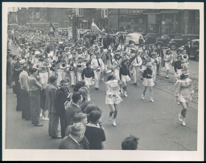 Polish parade on Broadway Street north of Eastern. (Baltimore Sun archives)