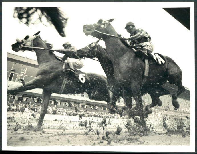 Riva Ridge pounding through the mud. (William L. LaForce/Baltimore Sun, 1978)