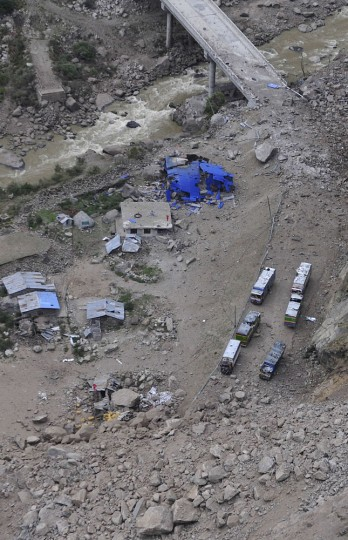 This aerial picture taken on April 27, 2015 shows an earthquake damaged bridge at a border crossing to Nepal in Jilong, southwest China's Tibet region. Hundreds of thousands of Nepalis spent another night in the open on April 27 after a massive quake which killed more than 4,000, as officials warned the final toll could rise sharply once rescuers reach cut-off areas. (China Out)