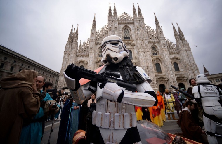"A cosplayer dressed as a ""Star Wars"" stormtrooper stands in front of Milan's Duomo on May 3, 2015 as part of Star Wars Day. (AFP Photo/Filippo Monteforte)"