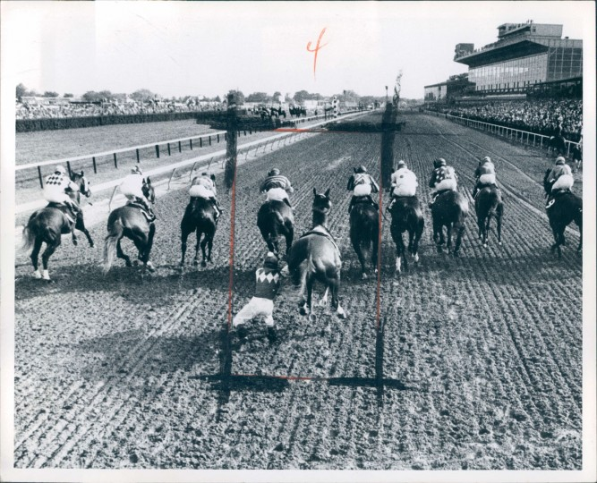 Buck's Bid loses his jockey at the start of the 1974 Preakness Stakes. (Weyman Swagger/Baltimore Sun)