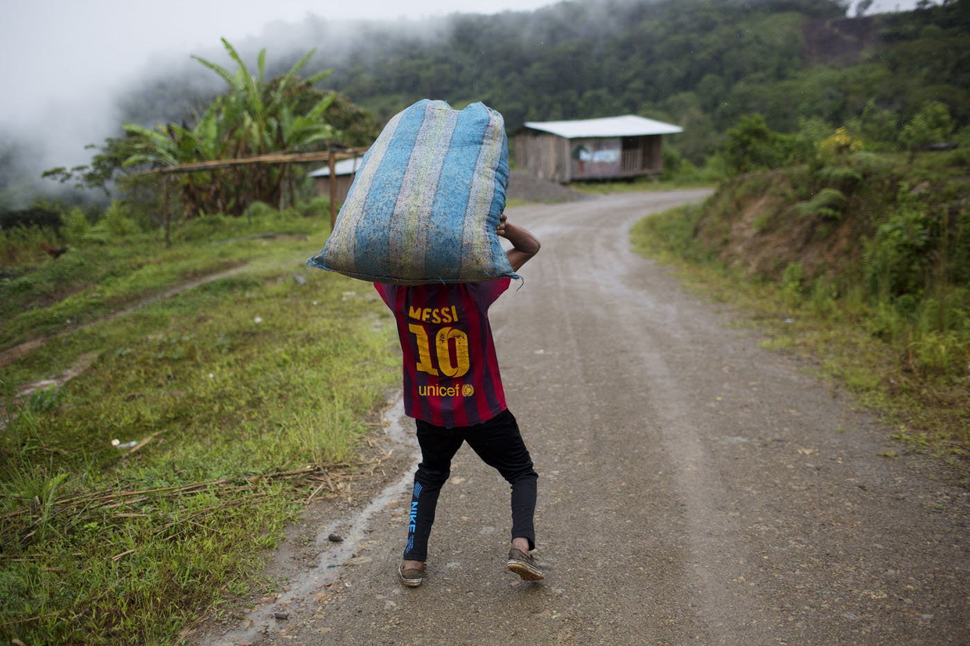 Drug trade's lowest rung: Peru's cocaine backpackers