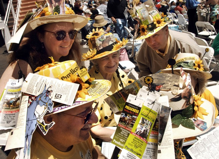 (clockwise) Mike Alexa (left), his wife Bety Alexa (sunglasses), Kerry Alexa (center), Marty Alexa (right), Kathleen Alexa, and Kathleen Spiegal (back of head, right) (Gene Sweeney Jr/Baltimore Sun)