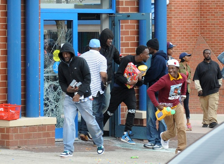 Looters empty the CVS at Pennsylvania and North Ave during Monday's riot. (Jerry Jackson/Baltimore Sun)