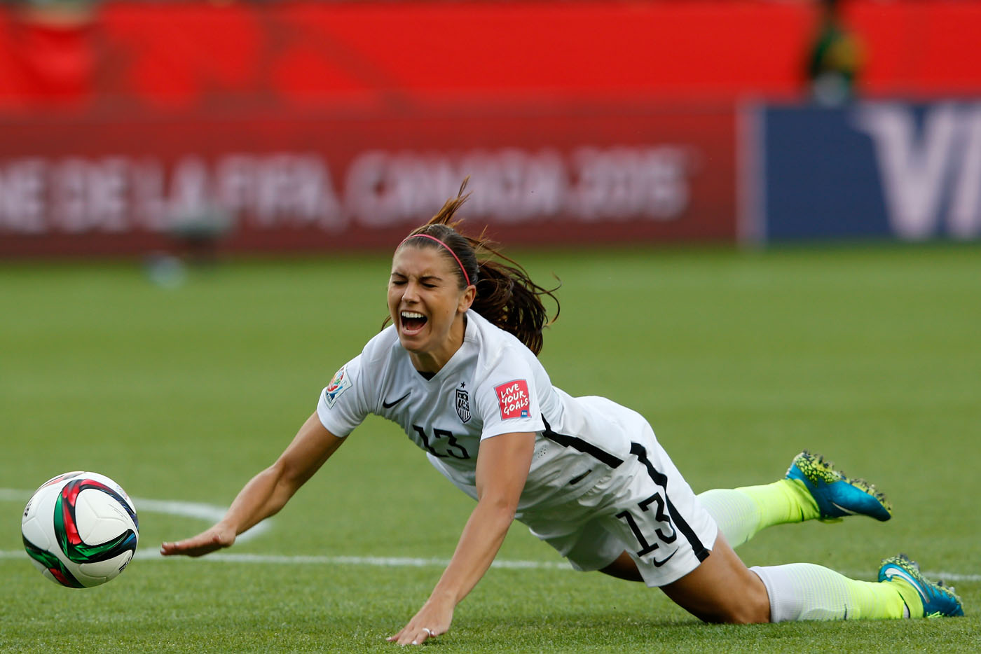 U.S. moves to quarterfinals after 2-0 win over Colombia