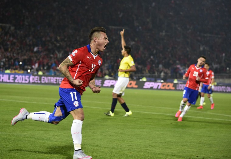 Chile's forward Eduardo Vargas celebrates after scoring against Ecuador during the Copa America inauguration football match at the Nacional stadium in Santiago, on June 11, 2015. (AFP Photo/Luis Acosta)