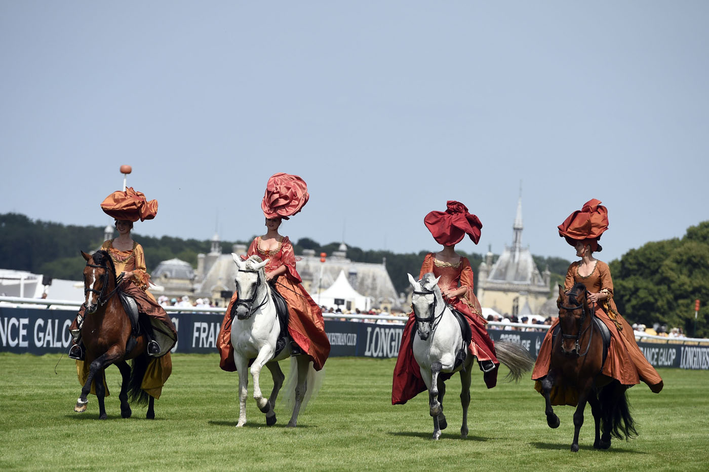 Hats (and horses) at the Prix de Diane