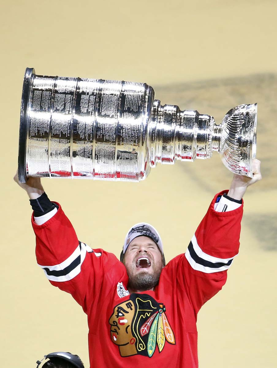 Chicago Blackhawks capture Stanley Cup over Tampa Bay