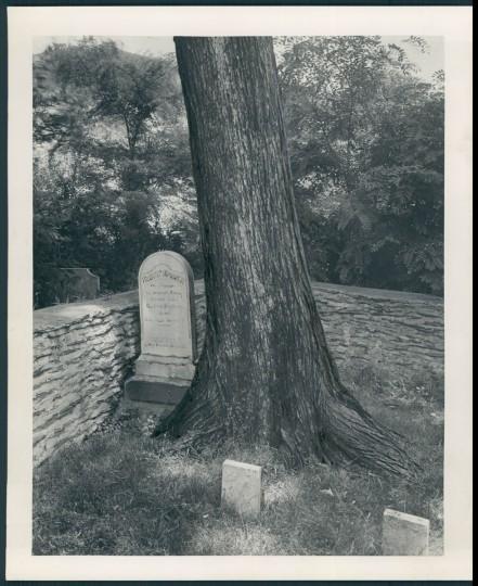 Grave of Robert Harper. (A. Aubrey Bodine/Baltimore Sun, 1943)