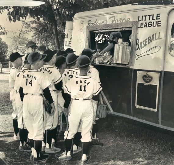 Rodgers Forge players grab a bite at the food wagon. (Paul Hutchins/Baltimore Sun, 1965)