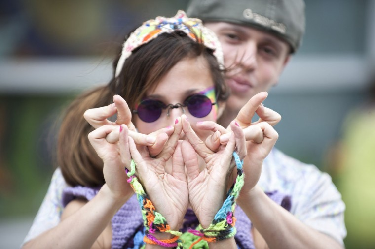 """Victoria Honey, left, and Nick Seltor, right, perform their """"Digits"""" routine to music. (Tom Brenner / The Baltimore Sun)"""