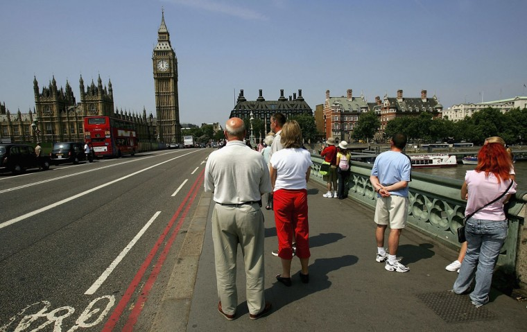 People pause for a two-minute silence in memory of the London bomb victims at Westminster Bridge where traffic stopped on July 14, 2005 London, England.(Photo by Daniel Berehulak/Getty Images)