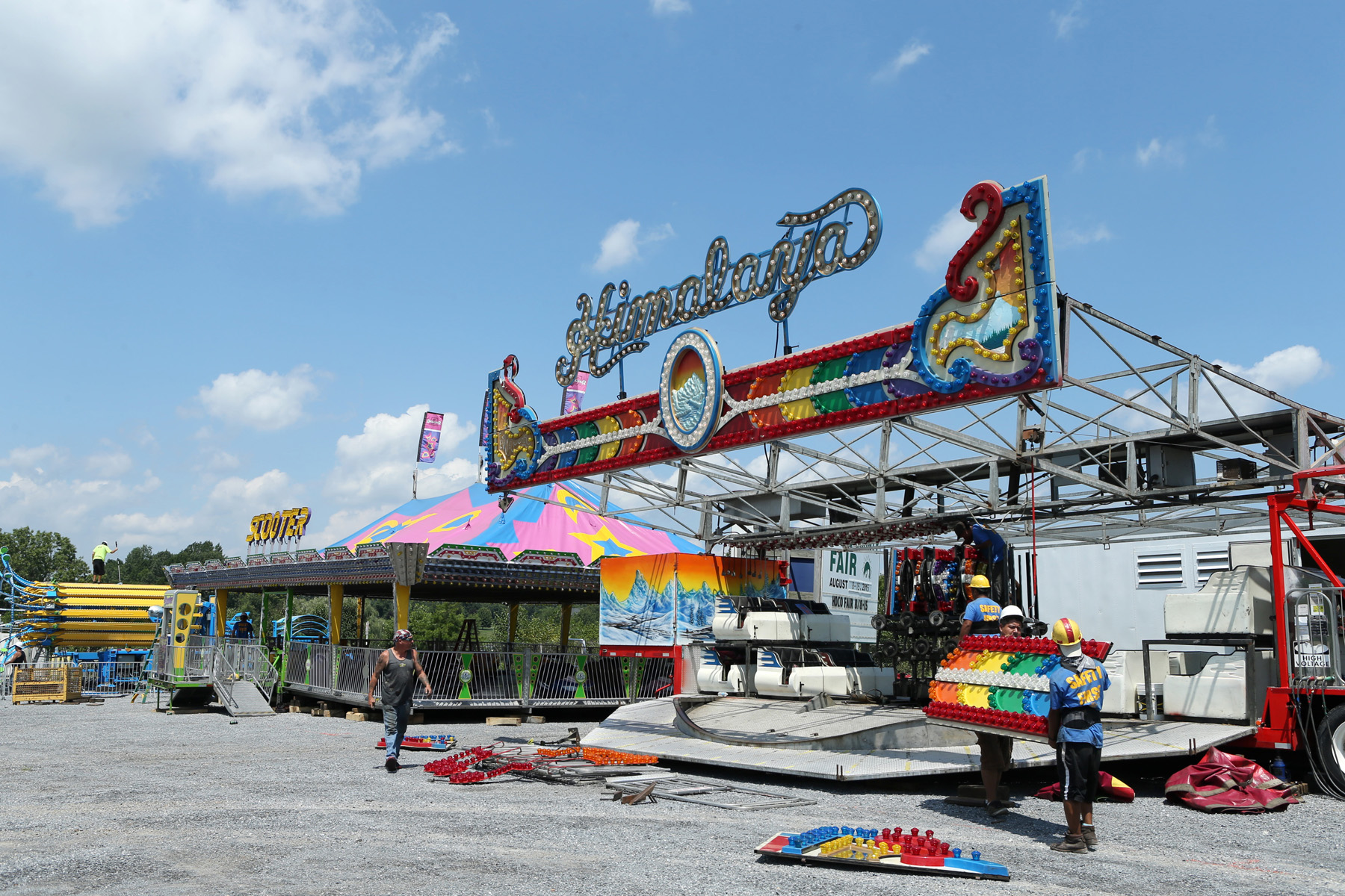Time lapse: Setting up the rides at the Howard County Fair