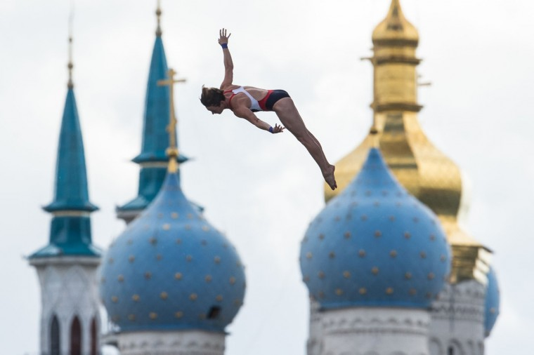 Ginger Huber of the United States competes during the women's 20 meter high dive final at the Swimming World Championships in Kazan, Russia, Tuesday, Aug. 4, 2015. (AP Photo/Denis Tyrin)