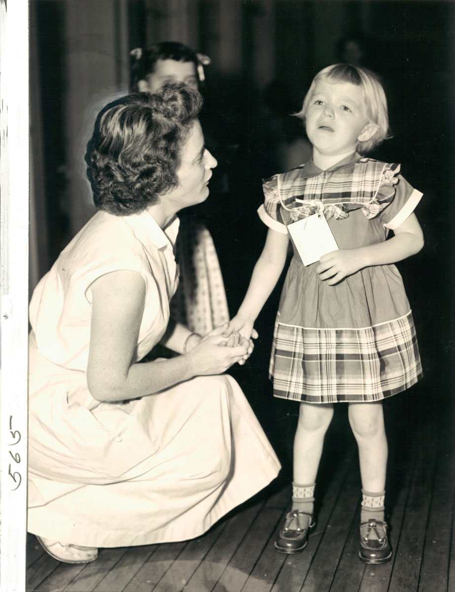 child porn retro Mrs. Louise Le Geer and her daughter, JoAnne, who is crying on her first  trip to school. (Baltimore Sun, 1954)