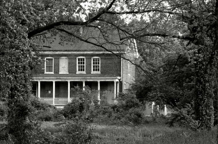 abandoned_house_ft_howard_va_hospital_grounds