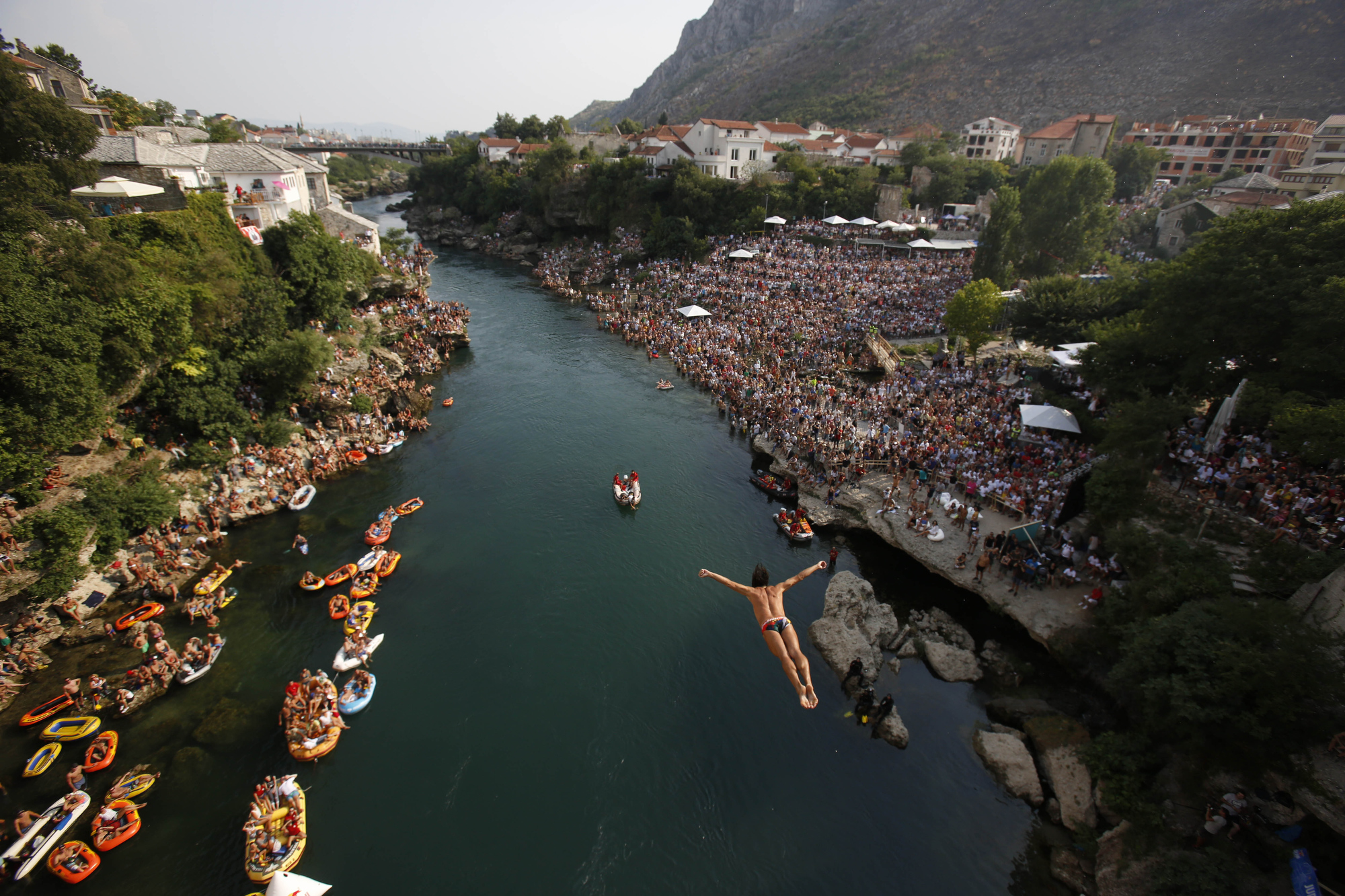 Cliff diving obama and clinton golf netball championship august 15 - Red bull high dive ...