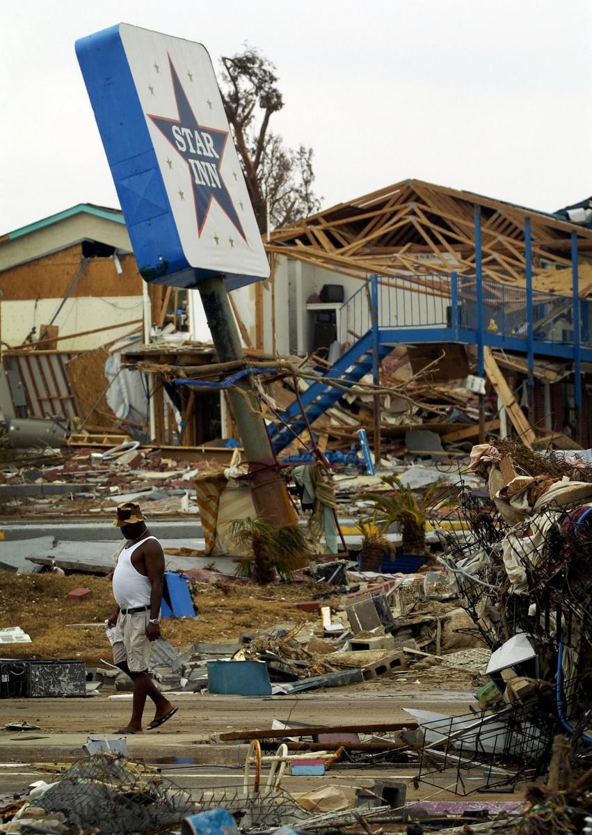 covering katrina sun photographers remember hurricane s. Black Bedroom Furniture Sets. Home Design Ideas