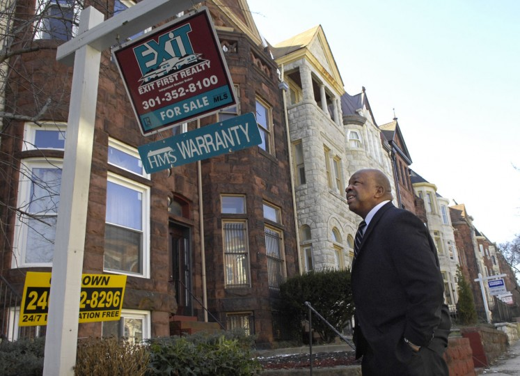 "U.S. Rep. Elijah E. Cummings surveys a plethora of ""for sale"" signs, on Eutaw St. in the neighborhood of Reservoir Hill in his 7th district on March 3, 2008. (Baltimore Sun photo by Amy Davis)"