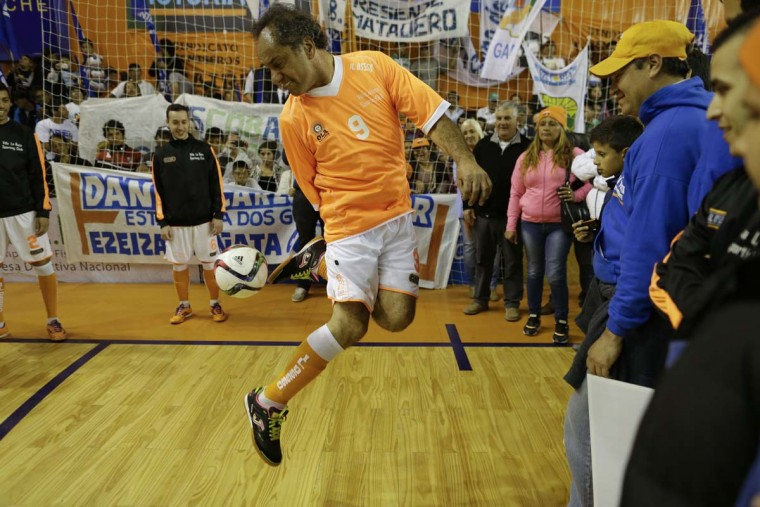 Daniel Scioli, the governor of Buenos Aires province who's running for president of Argentina, shows off his skills with a soccer ball before playing a friendly indoor soccer match against Bolivia's President Evo Morales, in Buenos Aires, Argentina, Thursday, Sept. 17, 2015. Scioli is the ruling party presidential candidate for Argentina's next presidential election set for Oct. 2, of this year. Scioli, a former power boat racer, lost his right arm in 1989 in an accident while competing.   || CREDIT: NATACHA PISARENKO - AP PHOTO