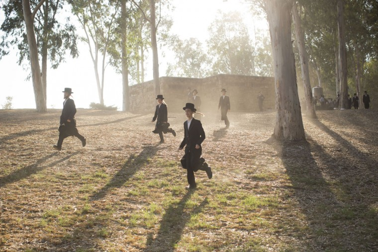 Ultra-Orthodox Jews run to get a spot by the Yarkon springs just before the beginning of the Tashlich ceremony near Rosh Haain, central Israel, Monday, Sept. 21, 2015. (AP Photo/Oded Balilty)