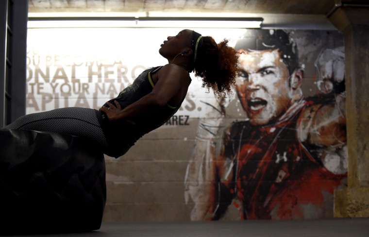 Baltimore boxer Franchon Crews does sit-ups at the Under Armour Performance Center as she prepares for the women's Olympic Trials Qualifier II.  (Lloyd Fox/Baltimore Sun)
