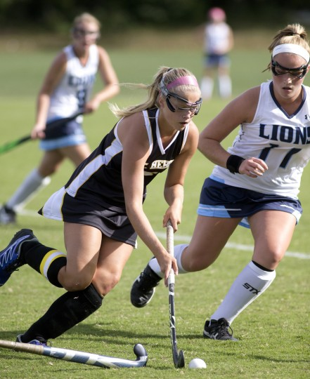 Mt. Hebron's Natalie Fyock, left, controls the ball while Howard's Zoe Summa, right, defends her during the field hockey game at Howard High School in Ellicott City, MD on Thursday, September 24, 2015. (Jen Rynda/BSMG)