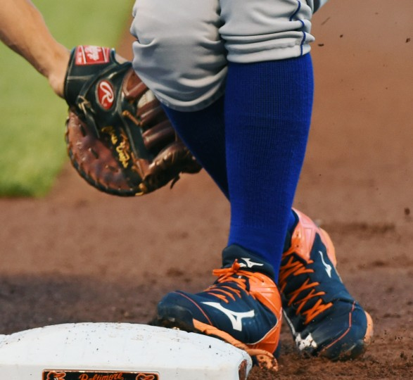 A pick off attempt by Orioles' Chris Davis at first base.  (Kenneth K. Lam/Baltimore Sun)