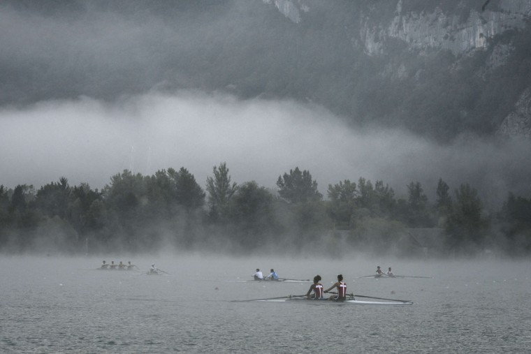 Rowers warm up in the fog, on September 4, 2015 in Aiguebelette-Le-Lac, during the 2015 World Rowing Championships. (JEFF PACHOUD/AFP/Getty Images)