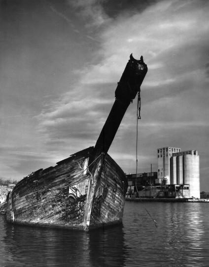 1954 - Locust Point. (A. Aubrey Bodine/Baltimore Sun)
