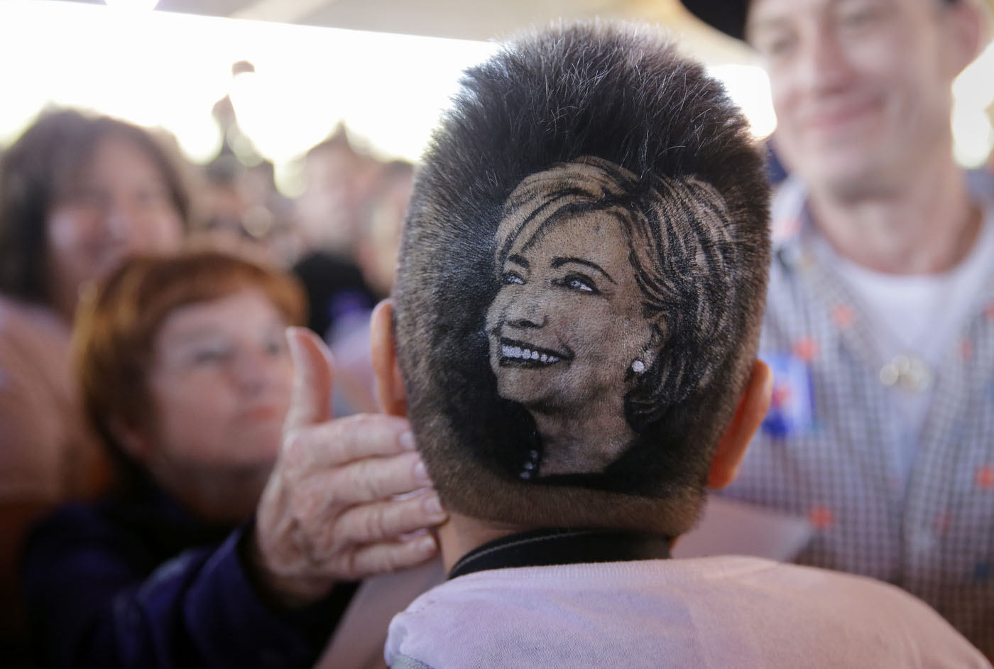 Clinton campaign event, students march in Chile, migrants cross into Germany | Oct. 15