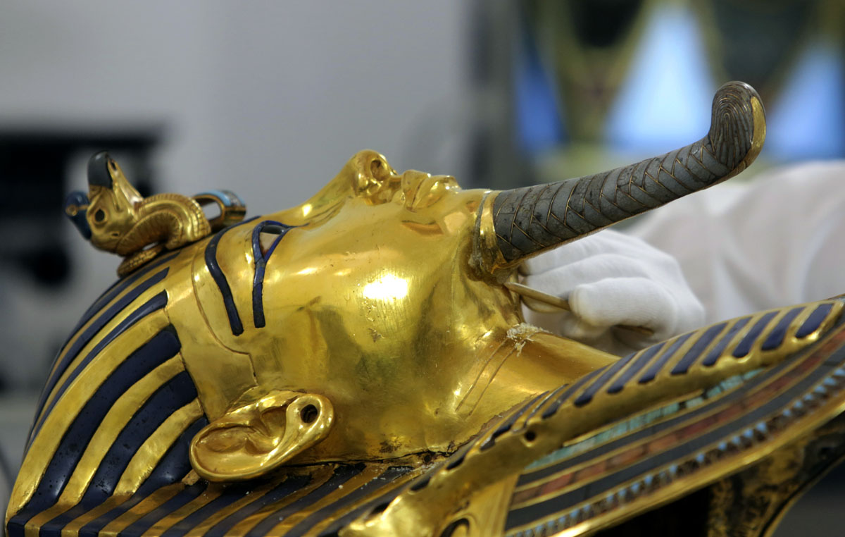 Restoring King Tut's beard