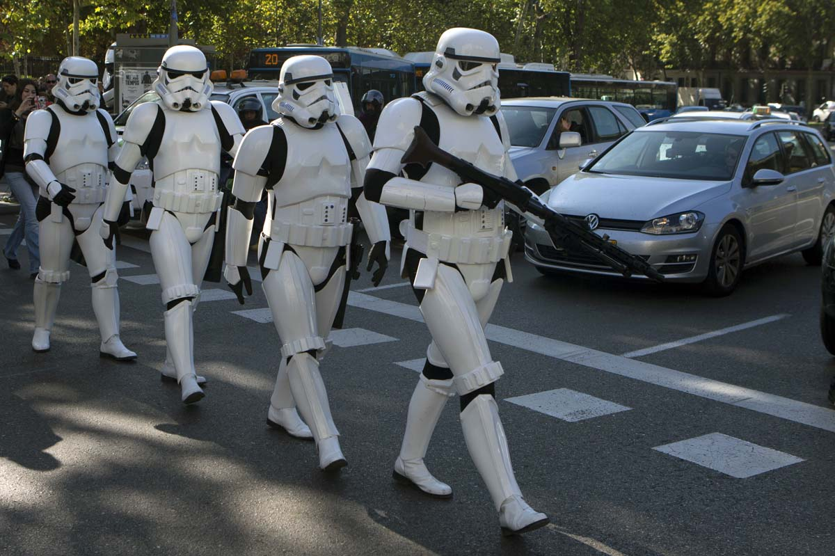 Storm troopers in Madrid, bats under a Monster bridge, marathoners in Irbil | Oct. 30