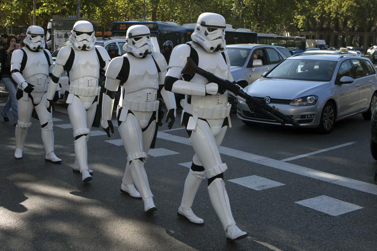 Storm troopers in Madrid, bats under a Monster bridge, marathoners in Irbil | Oct. 30