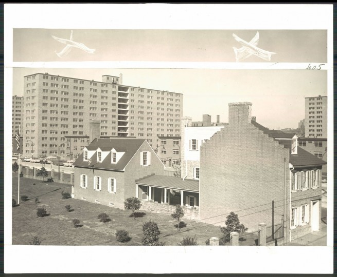 A view of the Flag House Court housing projects on Nov. 25, 1955. (Baltimore Sun file photo)