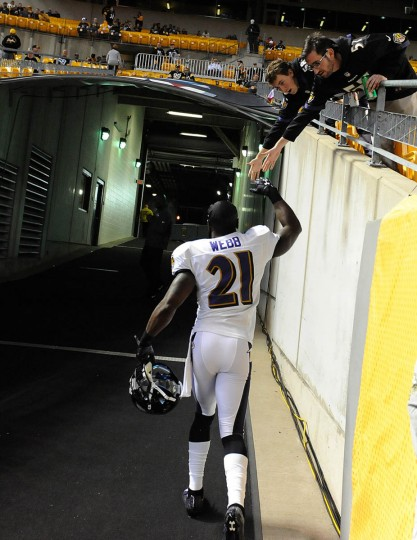 Baltimore Ravens corner back Lardarius Webb greet fans prior to the Ravens game against the Steelers at Heinz Field in Pittsburgh. (Kenneth K. Lam/Baltimore Sun)