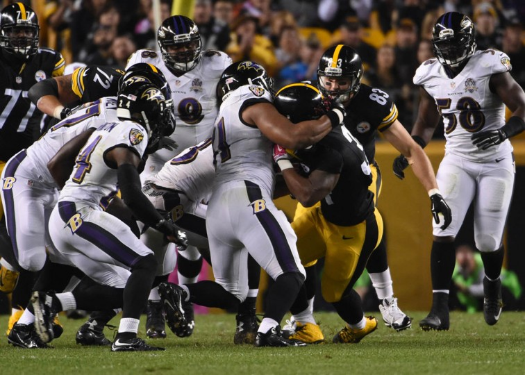 Pittsburgh Steelers running back DeAngelo Williams (34) runs for a first down during the first quarter of the Ravens game against the Steelers at Heinz Field in Pittsburgh. (Kenneth K. Lam/Baltimore Sun)