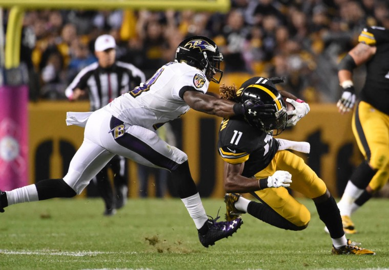 Pittsburgh Steelers wide receiver Markus Wheaton (11) catches a first down pass during the first quarter of the Ravens game against the Steelers at Heinz Field in Pittsburgh. (Kenneth K. Lam/Baltimore Sun)
