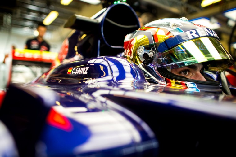 Carlos Sainz of Scuderia Toro Rosso and Spain during practice for the Abu Dhabi Formula One Grand Prix at Yas Marina Circuit on November 27, 2015 in Abu Dhabi, United Arab Emirates. (Photo by Peter Fox/Getty Images)